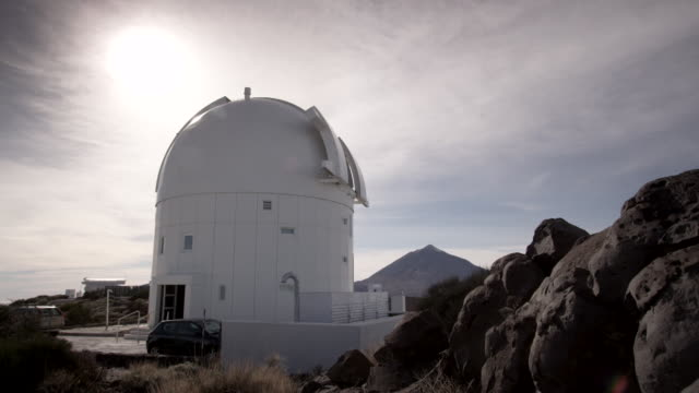 telescope of the teide astronomical observatory - kuppeldach oder kuppel stock-videos und b-roll-filmmaterial