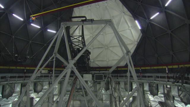 zi telescope rotating inside building / karoo, south africa - karoo stock videos & royalty-free footage