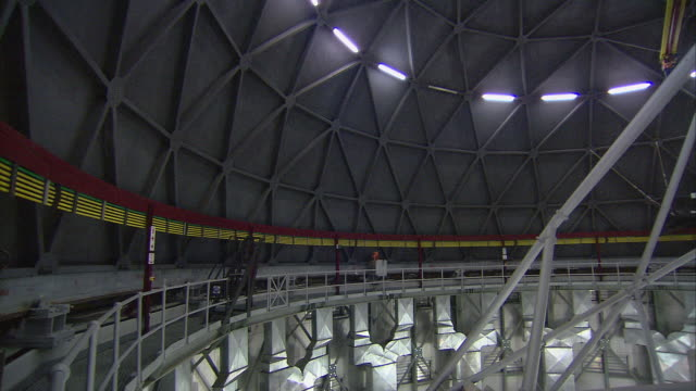 vidéos et rushes de pan telescope rotating inside of observatory beneath closed dome roof / karoo, south africa - karoo