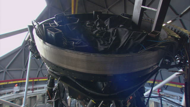 ds telescope rotating inside open observatory, with reflection from the mirror beneath it / karoo, south africa - the karoo stock videos & royalty-free footage