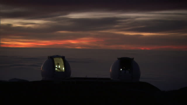a telescope with an open dome shutter glows at the w. m. keck observatory in mauna kea, hawaii, at sunset. - observatory stock videos & royalty-free footage