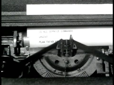 stockvideo's en b-roll-footage met teletype machine typing message 'urgent plan txt wd effective immediately somerville' - 1943