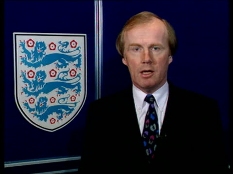 vídeos y material grabado en eventos de stock de televised sport int cms david davies intvw sot myth that there was golden age of live football on bbc and itv but there were long periods when live... - período deportivo