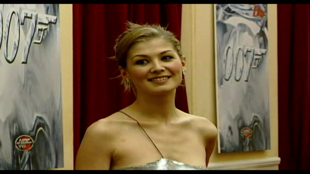 television and film stars appear in tennessee williams' 'summer and smoke' lib london royal albert hall rosamund pike on red carpet at premiere of... - rosamund pike stock videos & royalty-free footage