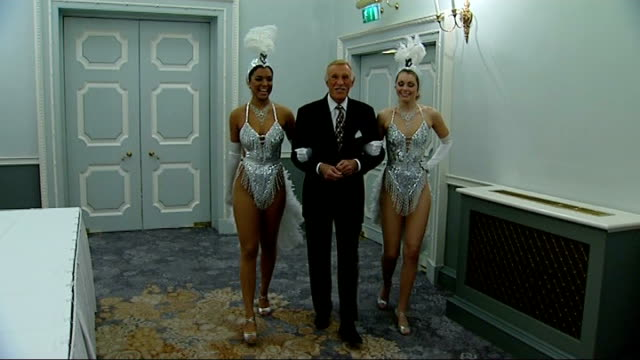 television awards 2008 r22020802 int ***flash bruce forsyth towards along corridor flanked by two showgirls in sparkly costumes - itv weekend late news点の映像素材/bロール