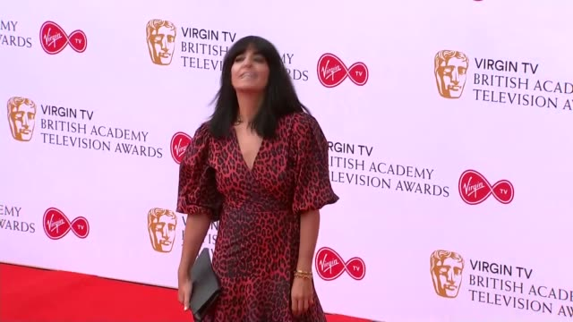 television awards 2018: red carpet photocalls; victoria derbyshire posing sinead keenan posing claudia winkleman posing alexa davies posing matt... - クラウディア ウィンクルマン点の映像素材/bロール