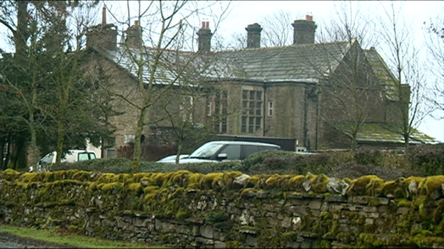 bbc launches investigation into jeremy clarkson 'fracas' yorkshire restaurant simonstone hall sign 'simonstone hall' - jeremy clarkson stock-videos und b-roll-filmmaterial