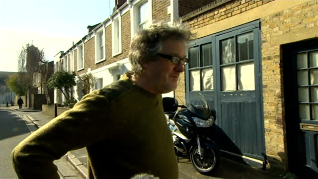 bbc launches investigation into jeremy clarkson 'fracas' west london ext james may speaking to press outside his home sot been involved in a bit of a... - jeremy clarkson stock-videos und b-roll-filmmaterial