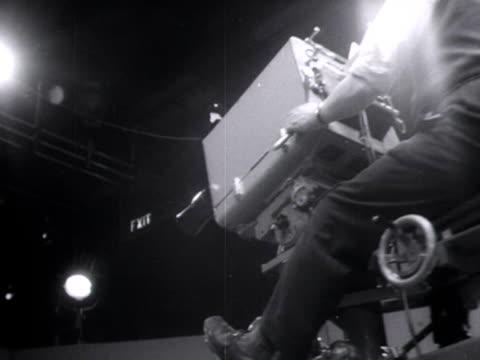 vídeos y material grabado en eventos de stock de a television camera moves into postion at lime grove studios - bbc
