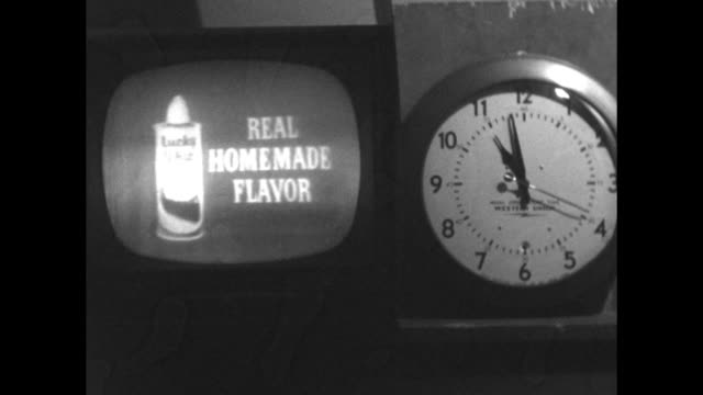vídeos y material grabado en eventos de stock de television commercial advertising pepsodent toothpaste stopwatch timing run time - tv history - programa de televisión