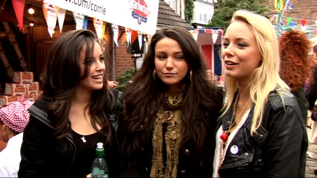 coronation street 50th anniversary party gvs and interviews georgia may foote michelle keegan and sacha parkinson posing together and interview sot... - コロネーションストリート点の映像素材/bロール