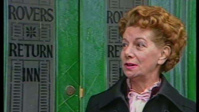 coronation street actress jean alexander dies aged 90; as100685005 / tx 10.6.1985 jean alexander interview sot - hilda would go to a party every... - såpopera bildbanksvideor och videomaterial från bakom kulisserna