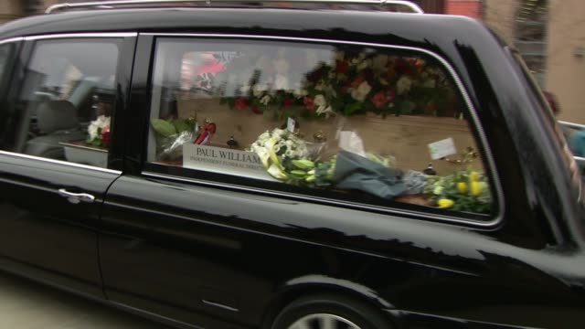 coronation street creator tony warren funeral; england: manchester: manchester cathedral: ext coronation street cast members, including jack p... - マナー点の映像素材/bロール