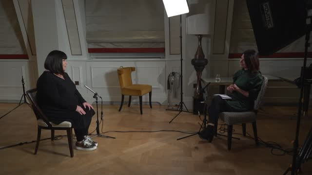 stockvideo's en b-roll-footage met dawn french interview on return of 'the vicar of dibley'; england: london: int dawn french interview sot. - on return of 'the vicar of dibley', new... - dawn french
