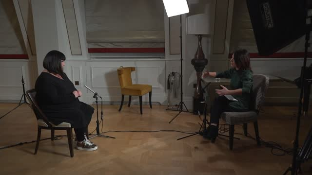 stockvideo's en b-roll-footage met dawn french interview on return of 'the vicar of dibley'; england: london: dawn french interview sot. - on theatres closing cutaways reporter - dawn french