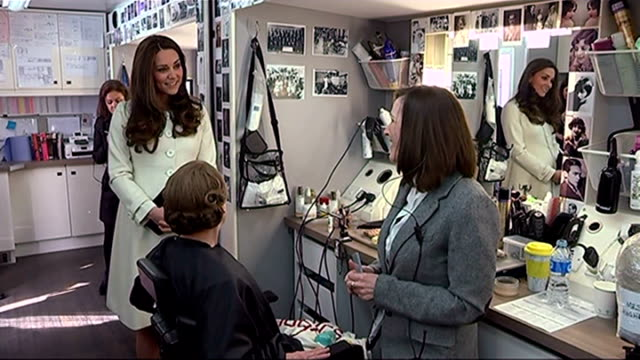 duchess of cambridge visits 'downton abbey' set; int duchess of cambridge chatting with actors and staff in make-up room ext duchess of cambridge... - julian fellowes stock videos & royalty-free footage