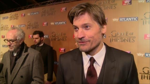 'game of thrones' season 5 launch; nikolaj coster-waldau interview sot / jonathan pryce interview sot - ジョナサン・プライス点の映像素材/bロール