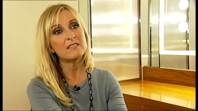 show ends: fiona phillips interview; england: london: int fiona phillips interview sot - on the end of gmtv - end of an era / hope the new show does... - エイモン ホームズ点の映像素材/bロール