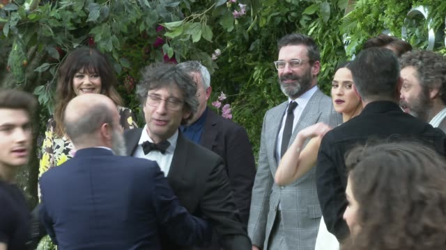 'good omens' premiere; england: london: westminster: leicester square: ext various of cast and crew, including neil gaiman , douglas mackinnon ,... - michael sheen bildbanksvideor och videomaterial från bakom kulisserna