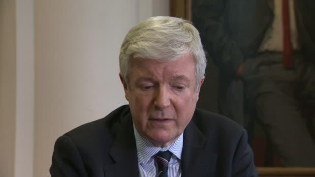 jeremy clarkson sacked by bbc: tony hall statement; england: london: bbc: int tony hall statement sot - i have consistently said i woud make a... - ジェレミー クラークソン点の映像素材/bロール