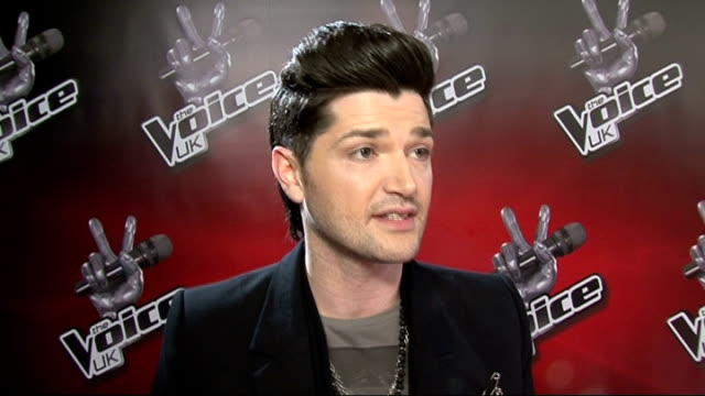 launch of new talent show 'the voice'; england: london: int general views tom jones , will.i.am , danny o'donoghue , jessie j reggie yates and holly... - medium group of animals stock-videos und b-roll-filmmaterial