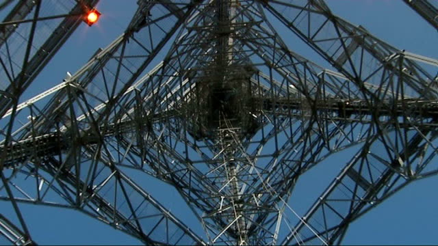 vidéos et rushes de london prepares for digital switchover role of crystal palace transmitter england london crystal palace ext traffic along with crystal palace... - processus biologique