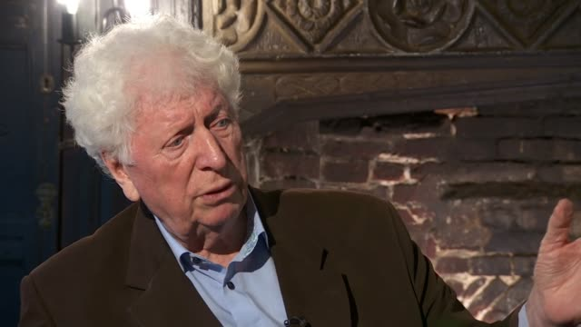 stockvideo's en b-roll-footage met 'lost' episode of dr who restored england int tom baker interview sot - tom baker english actor