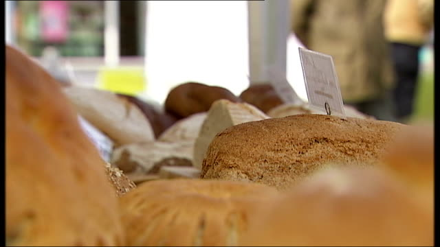 'midsomer murders' race row england oxfordshire wallingford ext / int montage of shots of church bread in baker's shop bridge over the river thames... - strohdach stock-videos und b-roll-filmmaterial