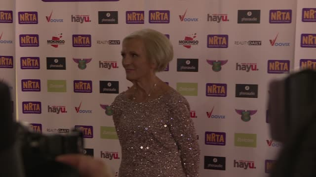 vídeos de stock e filmes b-roll de national reality tv awards england london ext various red carpet arrivals / mary berry posing for photocall / berry posing with another / actress and... - helen lederer