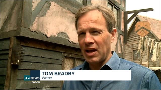 vídeos de stock e filmes b-roll de new drama on the great fire of london tom bradby interview sot - tom bradby