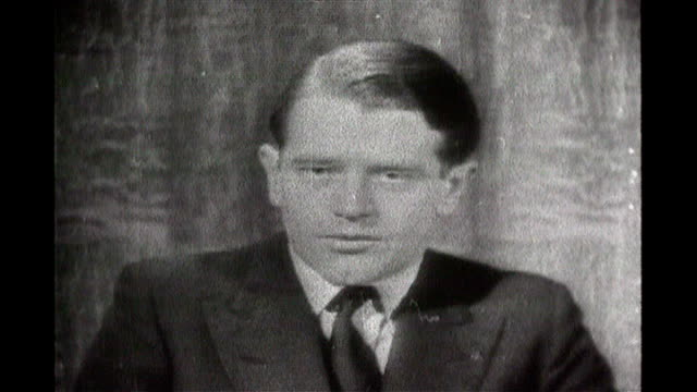 vídeos de stock e filmes b-roll de television news pioneer dies excerpts b/w 'news at ten' television programmes featuring christopher chataway peter snow and andrew gardiner - peter snow