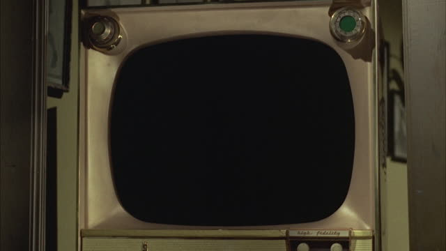 vidéos et rushes de 1966 ms television set with blank screen - écran blanc