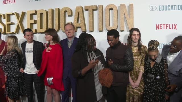 vidéos et rushes de 'sex education': series 2 premiere: red carpet interviews; england: london: int various of gillian anderson speaking to press 'sex education' cast... - première