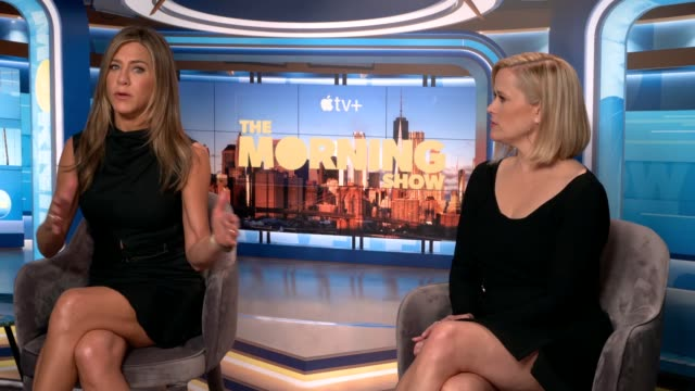 stockvideo's en b-roll-footage met 'the morning show': jennifer aniston and reese witherspoon interview; england: london: int jennifer aniston and reese witherspoon interview sot - interview ruw materiaal
