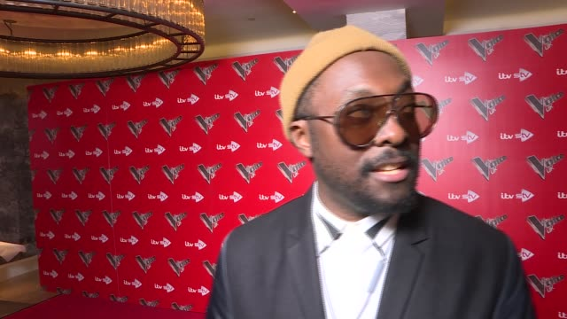 'the voice' launch 2018 olly murs and tom jones talking to press william interview sot - will.i.am stock videos & royalty-free footage