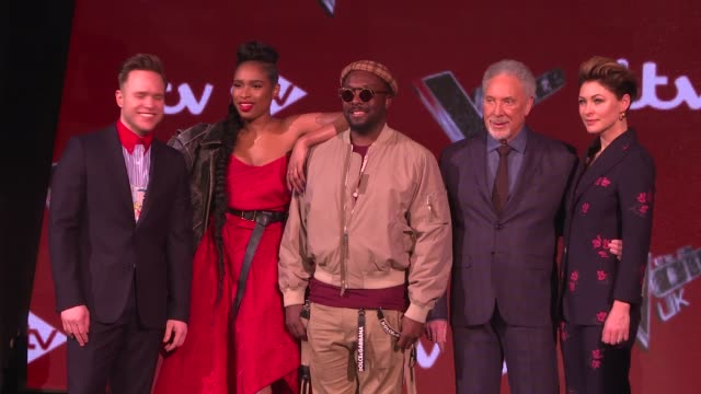 'the voice uk' final interviews with judges and contestants judges william jennifer hudson emma willis tom jones and olly murs together for photocall... - reality fernsehen stock-videos und b-roll-filmmaterial
