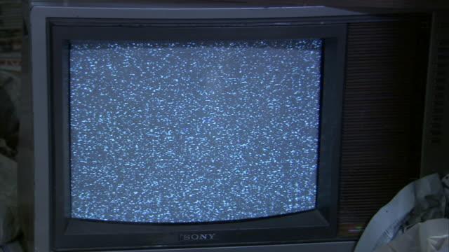 cu television tuned to static/ los angeles, california - bildstörung stock-videos und b-roll-filmmaterial