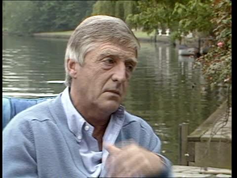 stockvideo's en b-roll-footage met tv presenter russell harty dies aged 53 england berkshire michael parkinson interview sof london hampstead hill gardens int cms melvyn bragg... - michael parkinson
