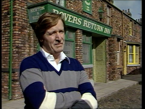 william roache talks about fellow coronation street actor jack howarth who has died aged 88 england manchester interview sot - コロネーションストリート点の映像素材/bロール