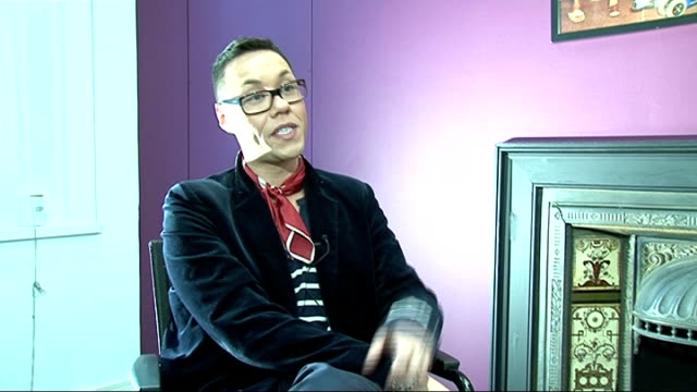 vídeos y material grabado en eventos de stock de gok wan interview gok wan interview sot on key looks for this season tune into his show / royal wedding speculation that he was designing kate... - ropa ajustada