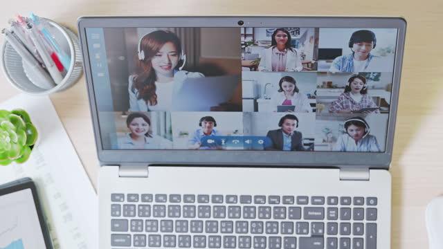 telelavoro video meeting concept - veduta dall'alto video stock e b–roll