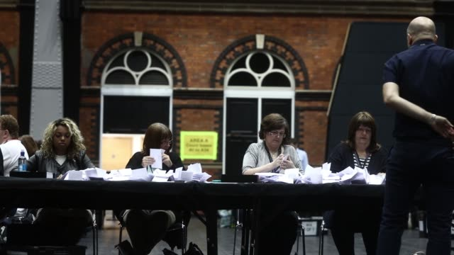 a teller counts ballot papers for the european union referendum at manchester central convention complex in manchester uk on thursday june 23 tellers... - 国民投票点の映像素材/bロール