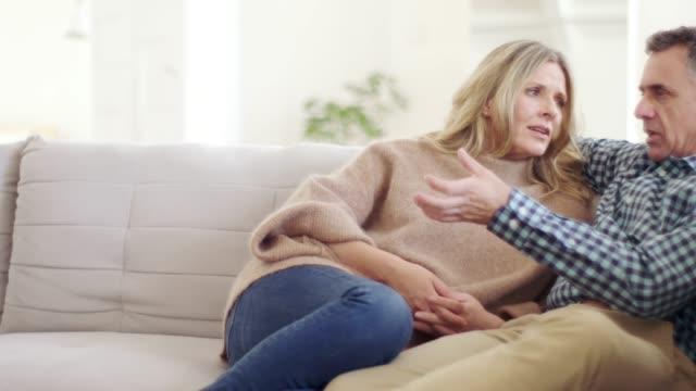 telling her about his day - coppia di età matura video stock e b–roll