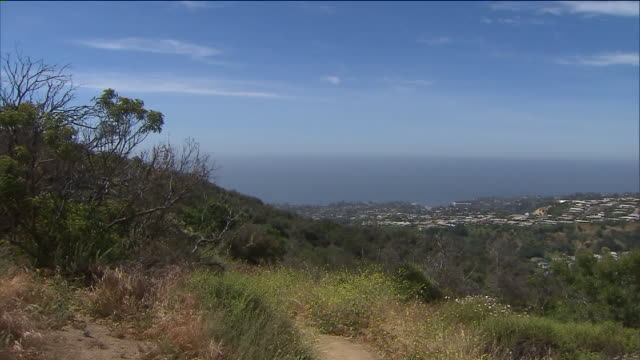 ktla temescal canyon trail - footpath stock videos & royalty-free footage