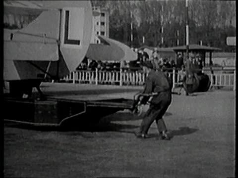 1925 montage tempelhof airport / berlin, germany - torre di controllo video stock e b–roll