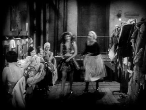 stockvideo's en b-roll-footage met ms,  b&w, temper tantrum in cabaret dressing room, 1920's  - actrice
