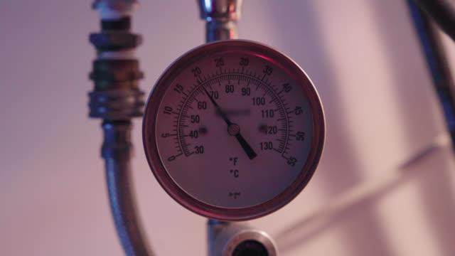 vídeos de stock e filmes b-roll de temperature gauge - cold temperature