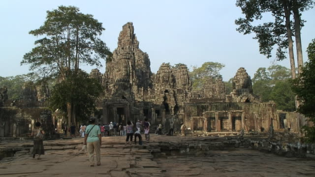 ws temple d'angkor, bayon, siem reap, cambodia - cambodian culture stock videos and b-roll footage