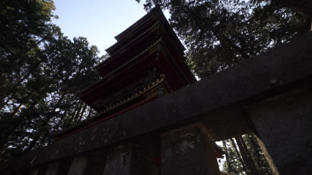 temple in japanese forest - pagode stock-videos und b-roll-filmmaterial