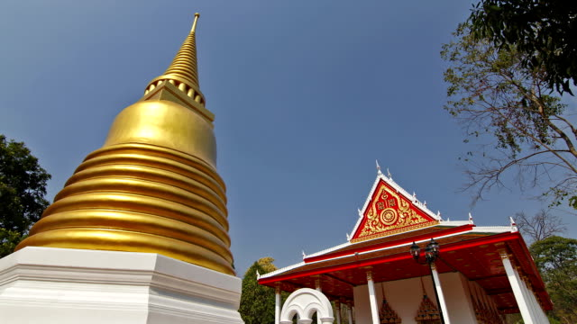 temple in thailand, time lapse. - golden roof stock videos and b-roll footage